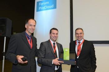 ProCloud Award 2012 - Onwerks Geschäftsführer Jens Doose nimmt die Siegerplastik entgegen